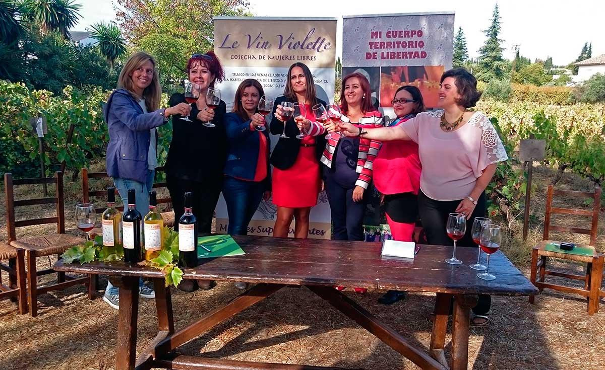 <em>Le Vin Violette</em> no es un vino cualquiera: es un vino que cambia la vida de las mujeres.