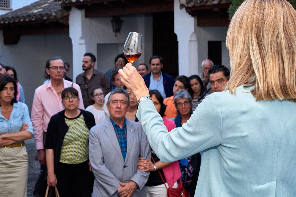 Rocío Márquez cata Bajoflor de Bodegas Robles / Luis Muñoz