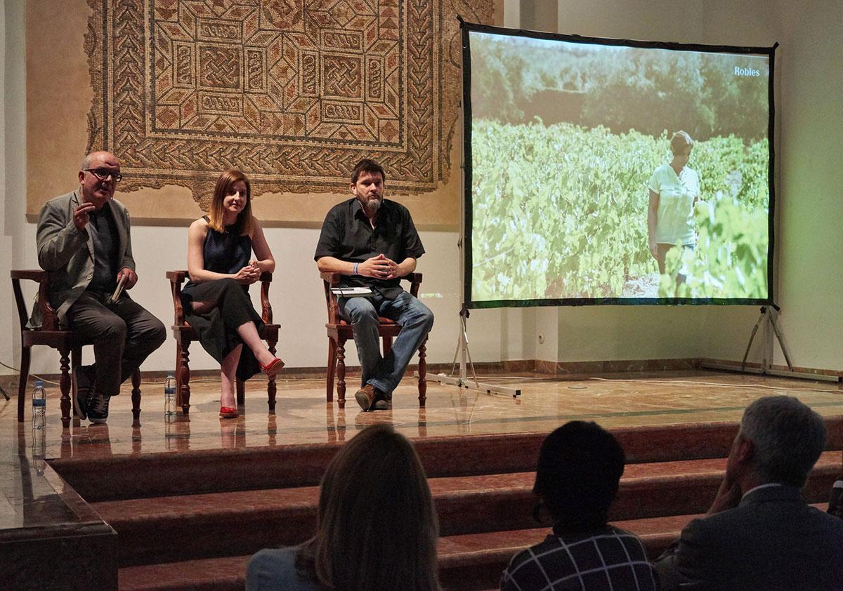 Juan Bolaños, Rosa Muñoz y Pablo Gallego presentan Bajoflor de Bodegas Robles / Luis Muñoz
