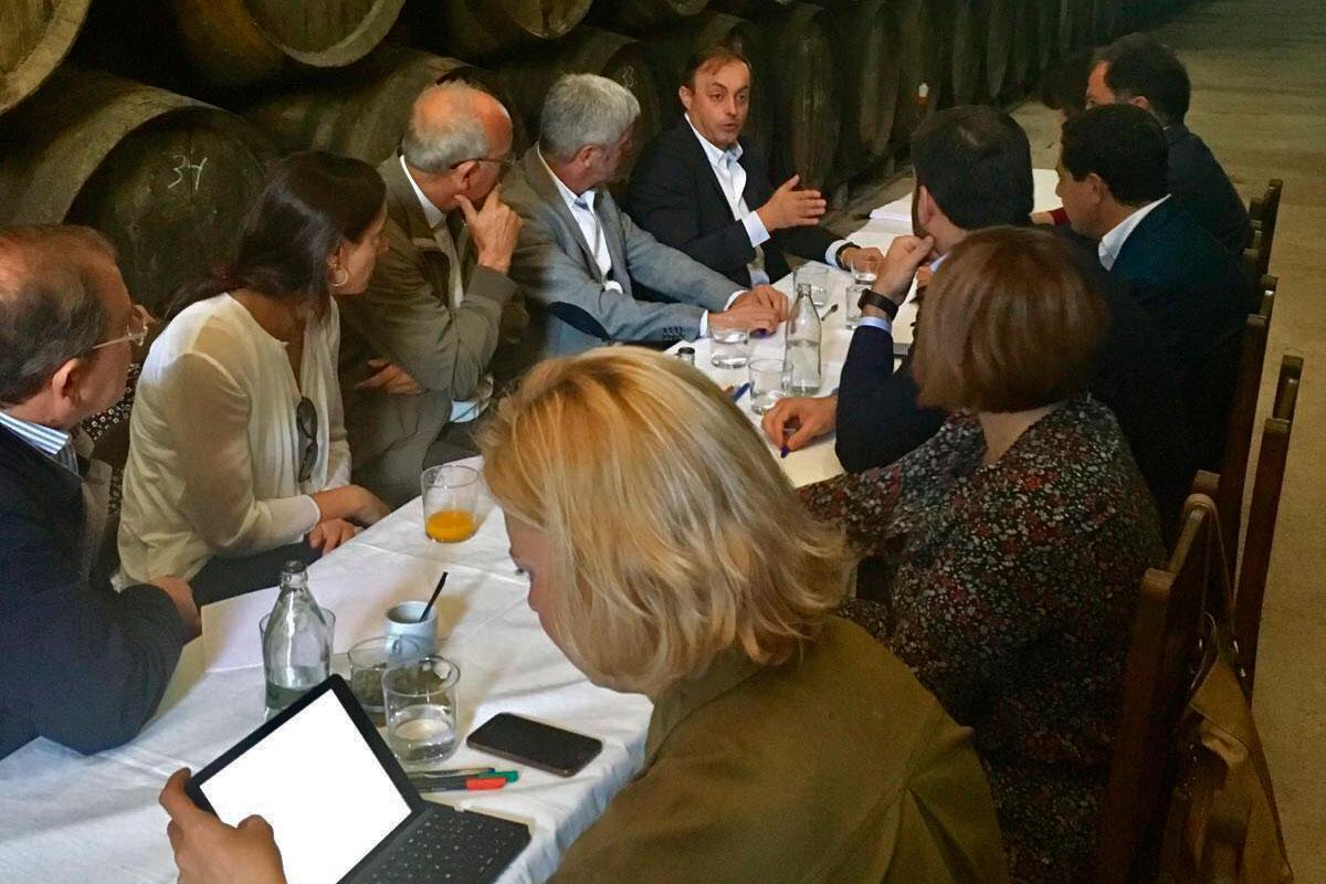 Juan Manuel Moreno Bonilla se encuentra con el sector ecológico en Bodegas Robles