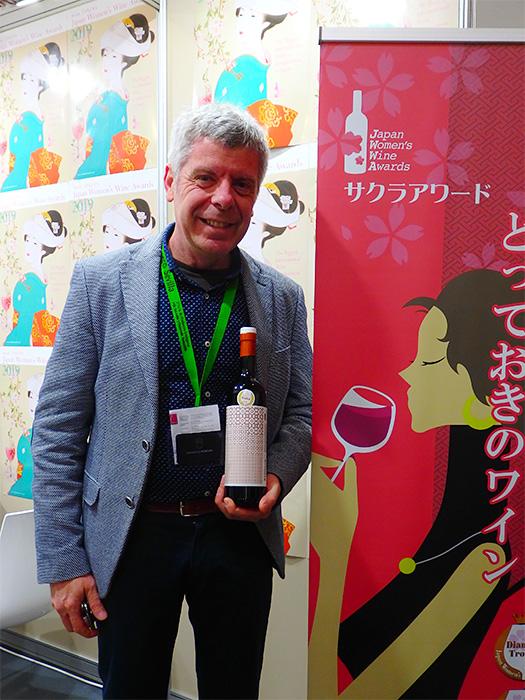 Francisco Robles recoge premio Sakura 2018 durante la pasada edición de la feria ProWein.