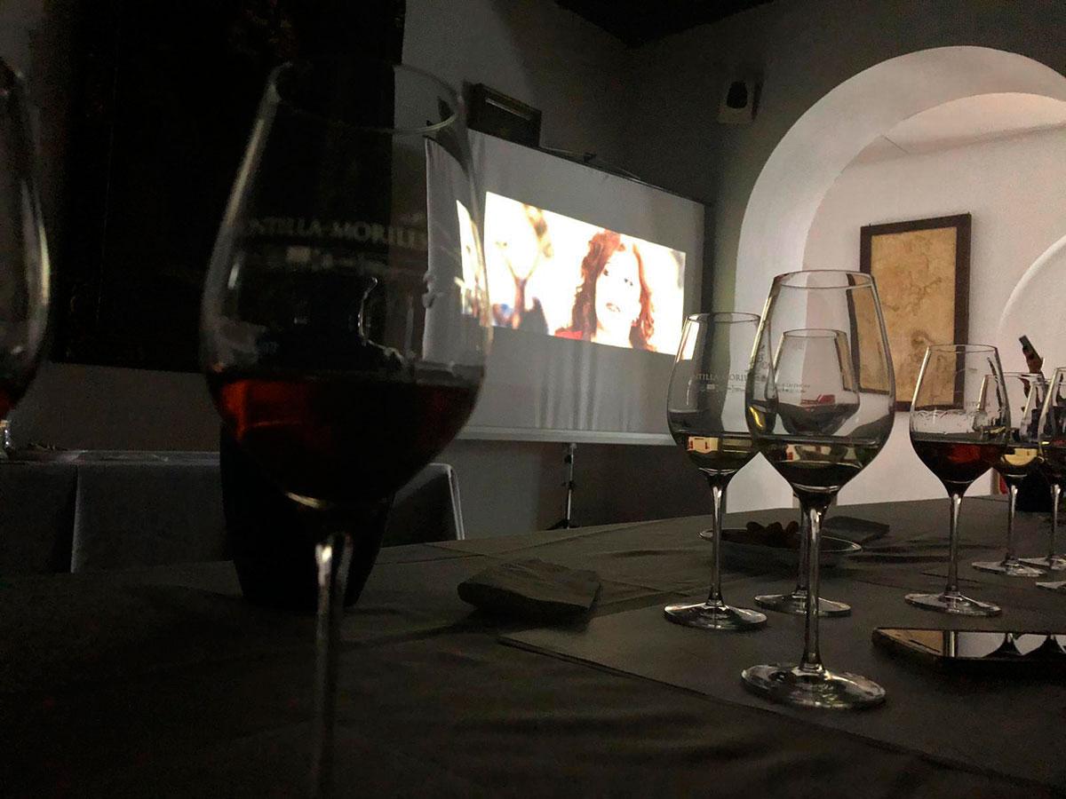 «Robles en el cine» en la Cata del Vino – en