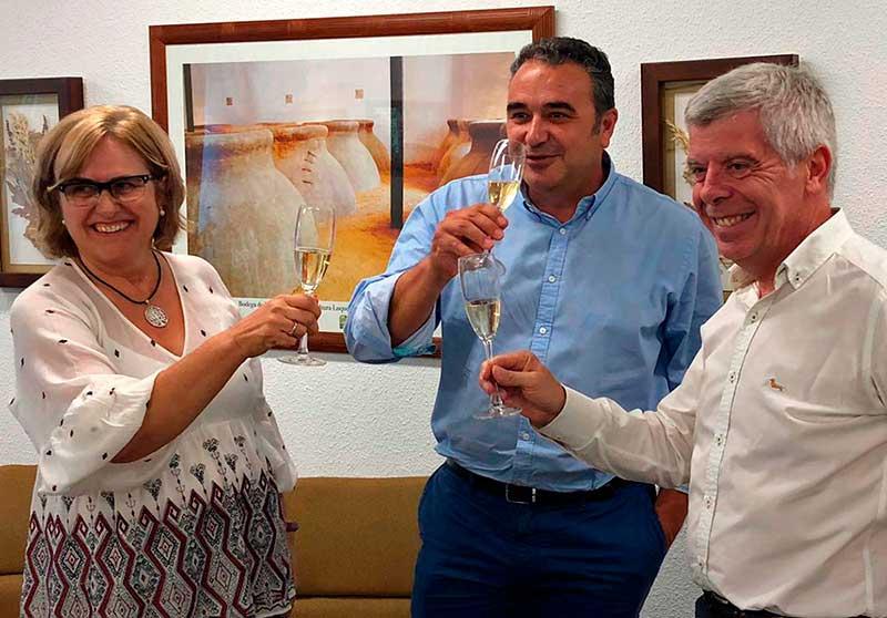 El presidente del IFAPA firma un convenio con Bodegas Robles